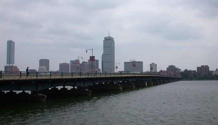 Гарвардский мост по направлению к Бостону